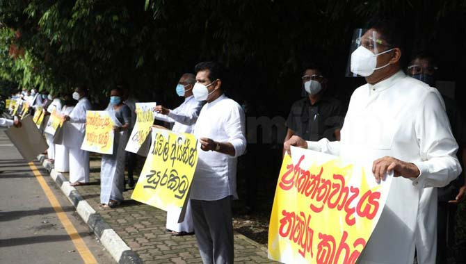opposition protest government